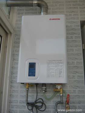 平衡式燃气热水器安装图图片